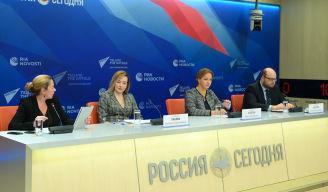 Участники онлайн пресс-конференции Итоги Академического форума БРИКС в Международном мультимедийном пресс-центре МИА Россия сегодня в Москве