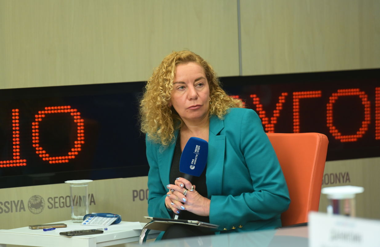 Moderator Oksana Buryak during a press conference on new projects of the Russian BRICS Chairmanship at the International Multimedia Press Centre of Rossiya Segodnya International News Agency in Moscow